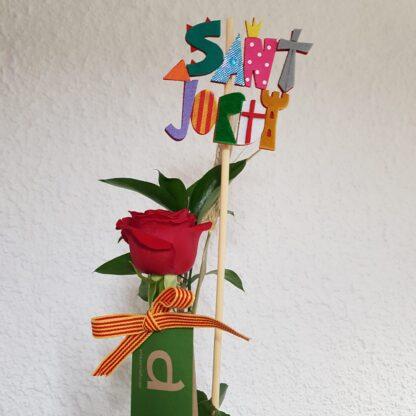 Rosa vermella de Sant Jordi 'El Drac' amb una proveta de vidre i base de fusta