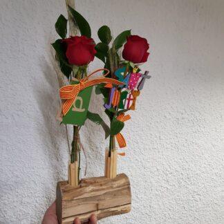 Fusta amb provetes de 2 roses Sant Jordi